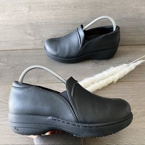 Abeo Gisel Black Leather Clogs